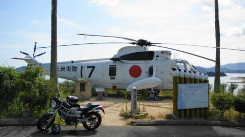 会場自衛隊ヘリHSS-2と共に