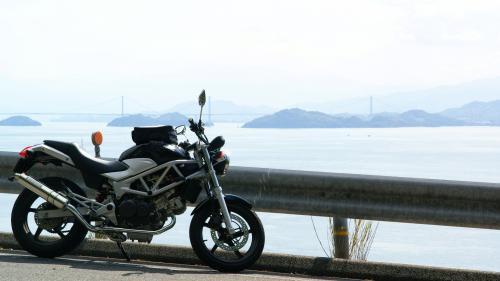山間の県道51号 来島海峡 第① 第② 第③ 大橋をバックに
