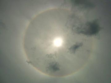 110531太陽の周りの虹