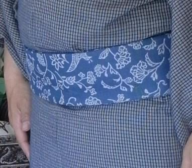 保多織格子に更紗柄帯アップ