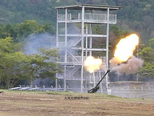 101031_福知山駐屯地創立60周年記念行事_155mm榴弾砲_FH-70_サンダーストーン_02