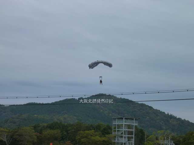 101031_福知山駐屯地創立60周年記念行事_パラシュート降下訓練