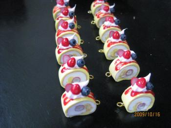 ベリーベリーロールケーキ