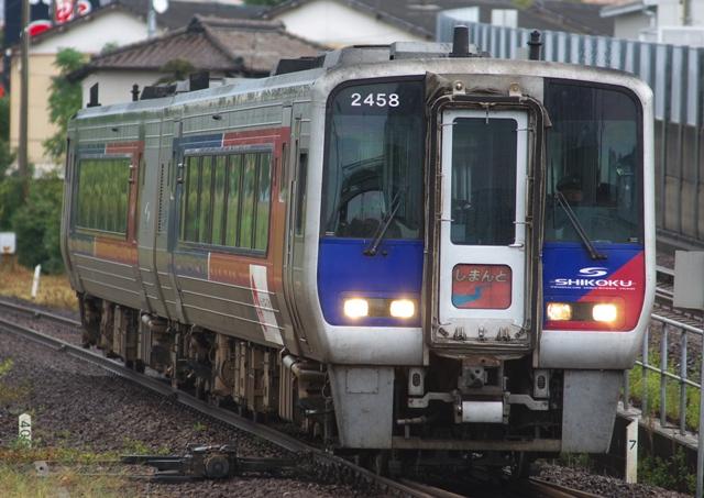 111014-JR-shikoku-2000N-shimannto-1.jpg