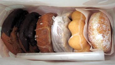 『ミスタードーナツ』のオールドファッション 黒みつきなこ&珈琲チョコ