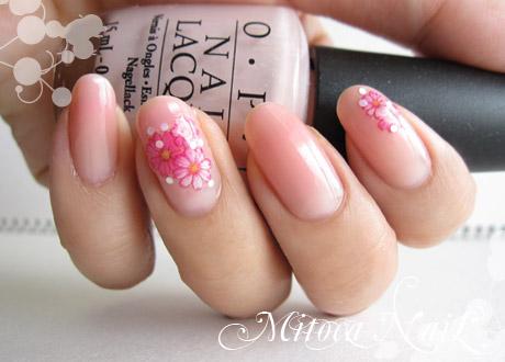 ピンクのお花ネイル