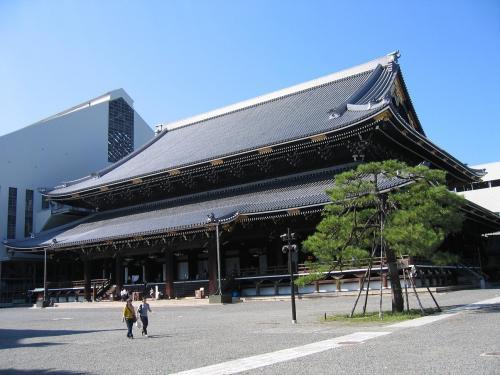 東本願寺ナナメ