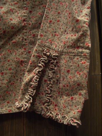 コーデュロイ花柄シャツ 袖アップ