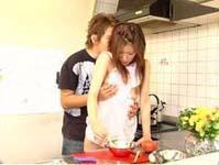 【無修正】台所ではだかエプロンのお姉さんを美味しく料理する!