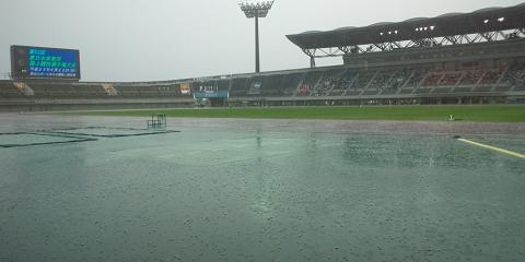豪雨の熊谷陸上競技場