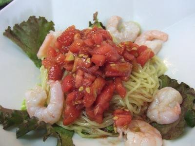 2011_0630エムズ畑のトマトと海老の黒酢涼麺