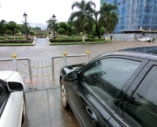 1-Laos car 01