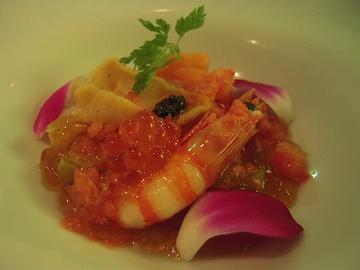 地元の鮮魚を加茂茄子とコンソメジュレ トマトのソルベ オシェトラキャビア添え