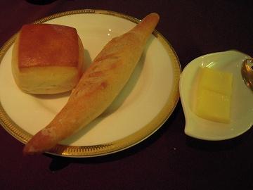 ヘルシーな焼きたてライ麦パン&そば粉パン