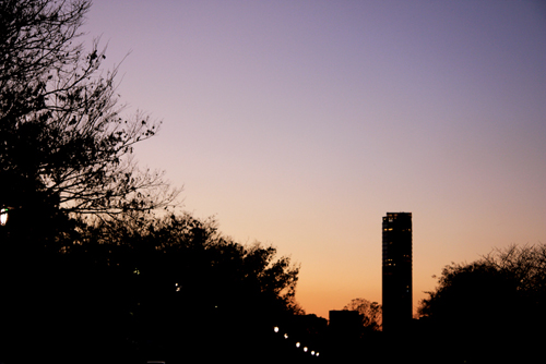 夕暮れの大阪城公園からの眺め