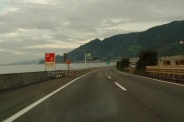 東名高速道路 由比パーキングエリア付近