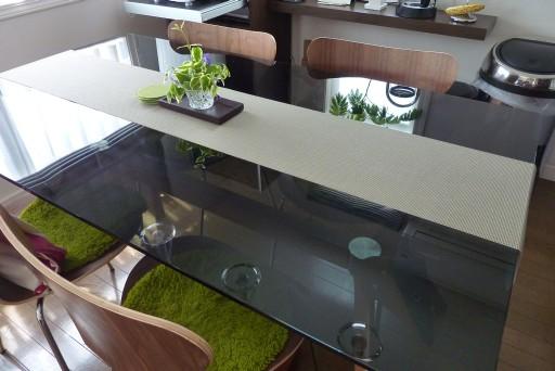 カリガリスのテーブル セブンチェアー