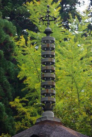 五重塔と銀杏1