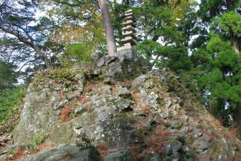 奥の院石塔
