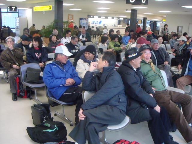 空港搭乗待合にて
