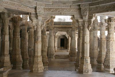 ranakpur-pillars.jpg