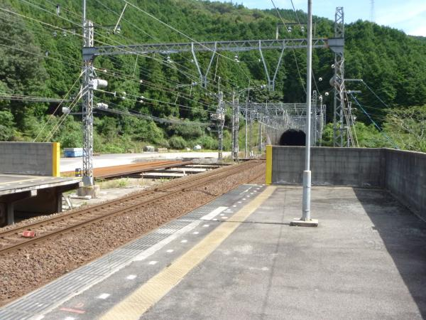 西青山駅ホーム2