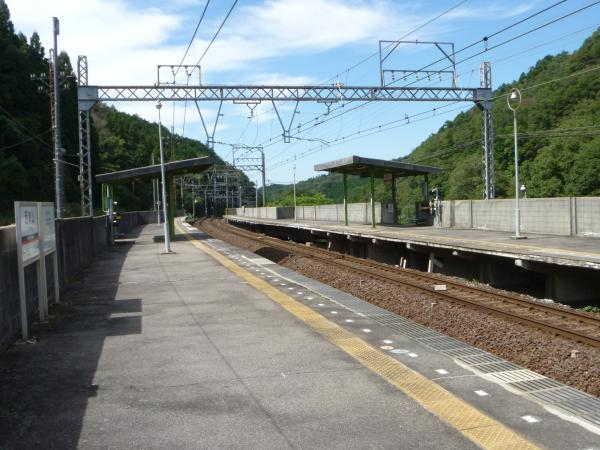 西青山駅ホーム3