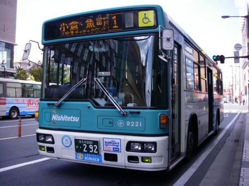 西小倉駅前にて小倉9221電代色(ハーフラッピング)