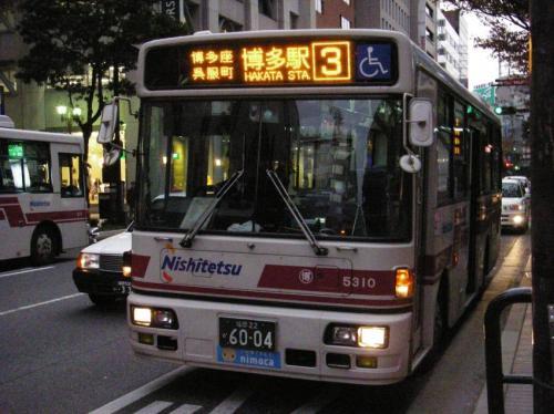 天神福銀前にて大牟田5310の博多時代。昨年の今頃は3番で運用されていた
