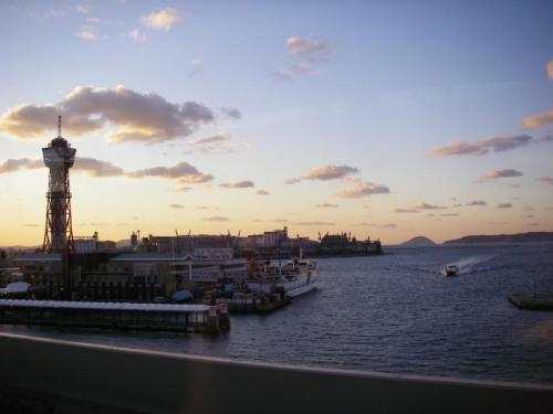 都市高速からベイサイドと夕日