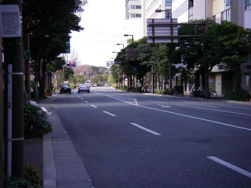 1月1日元旦の明治通り(赤坂門付近)こんなにガラガラな明治通りなんてあんまり見ない