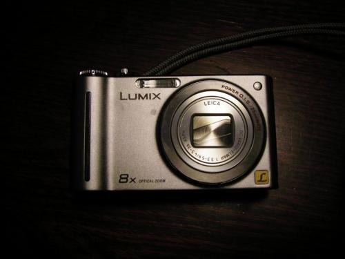 新しいカメラ。LUMIX DMC-ZX1.1210万画素の高性能カメラです