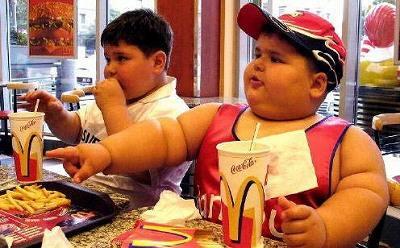 それを食べるアメリカの子供