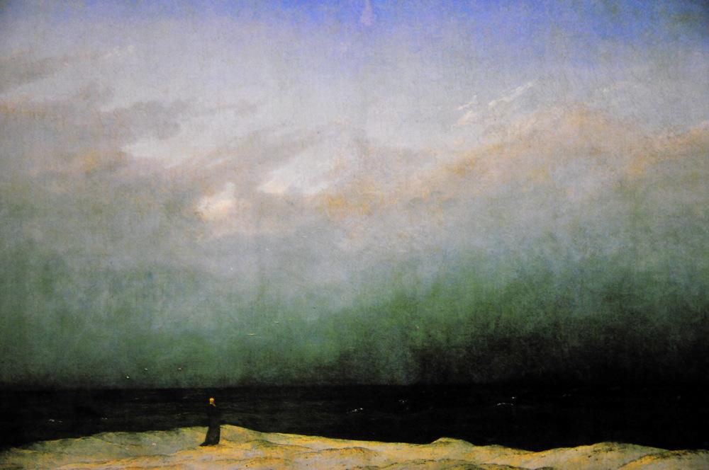 海辺に立つ修道士
