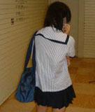 怪しい室内での女子高生画像