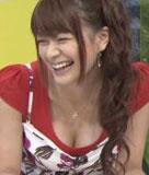 八田亜矢子 乳首まで見えそうなおっぱいポロリ