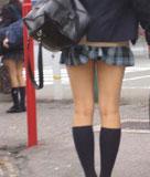 女子高生のミニスカ生足画像