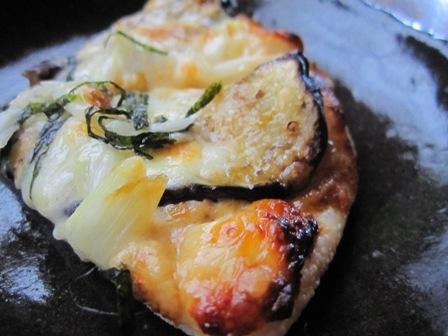 ナスとネギの味噌ピザ2