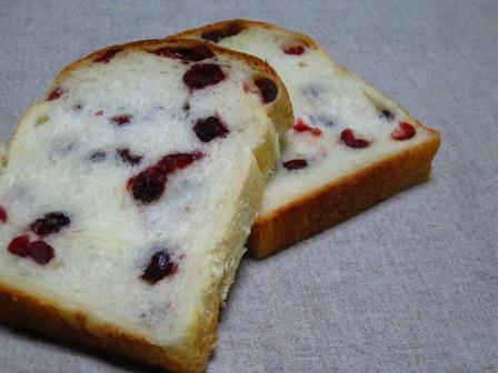 クランベリー牛乳食パン