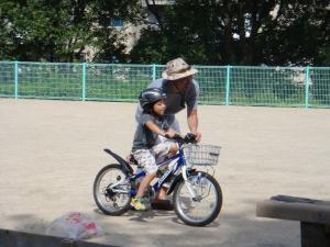 自転車の練習をお手伝い