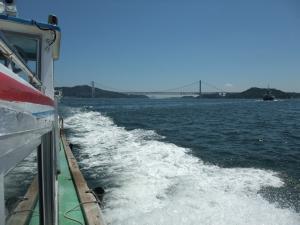 瀬戸大橋を眺めながら数分間のクルージング
