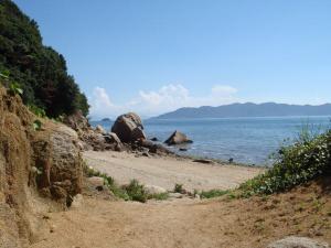 象岩までは歩いてすぐ。