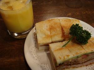 カツサンド(野菜入)とミックスジュース