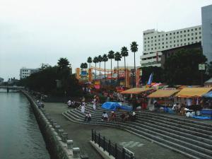 新町橋から眺める藍場浜演舞場