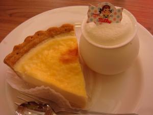 テツの1・2個目。北海道なめらかチーズケーキとクリームプリン