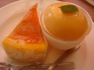 ポンちゃん1・2個目。チーズケーキと桃のなんとか。