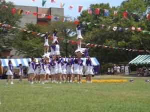 梅花女子大学RAIDERSによるチアーディング