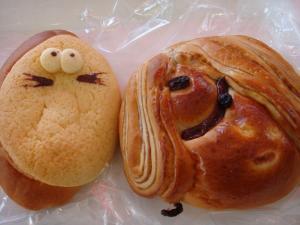 鬼太郎パンとねずみ男パンを食べました。中身はどっちもクリームでした!
