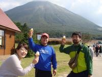 大山を眺めながらソフトクリームを食べました
