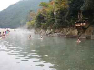 川が温泉になっているのだ